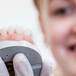 prótese odontológica